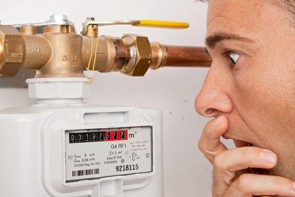 Gasanbieter auswählen Verbrauchern liest Zählerstand ab