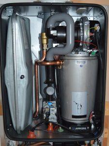 gasheizung erneuern: querschnitt einer gastherme mit blick auf die technik