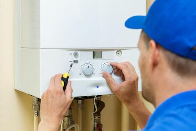 Wartung einer Gasheizung durch den Heizungsinstallateur