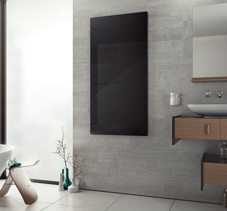 Infrarotheizkörper im Badezimmer in schwarz