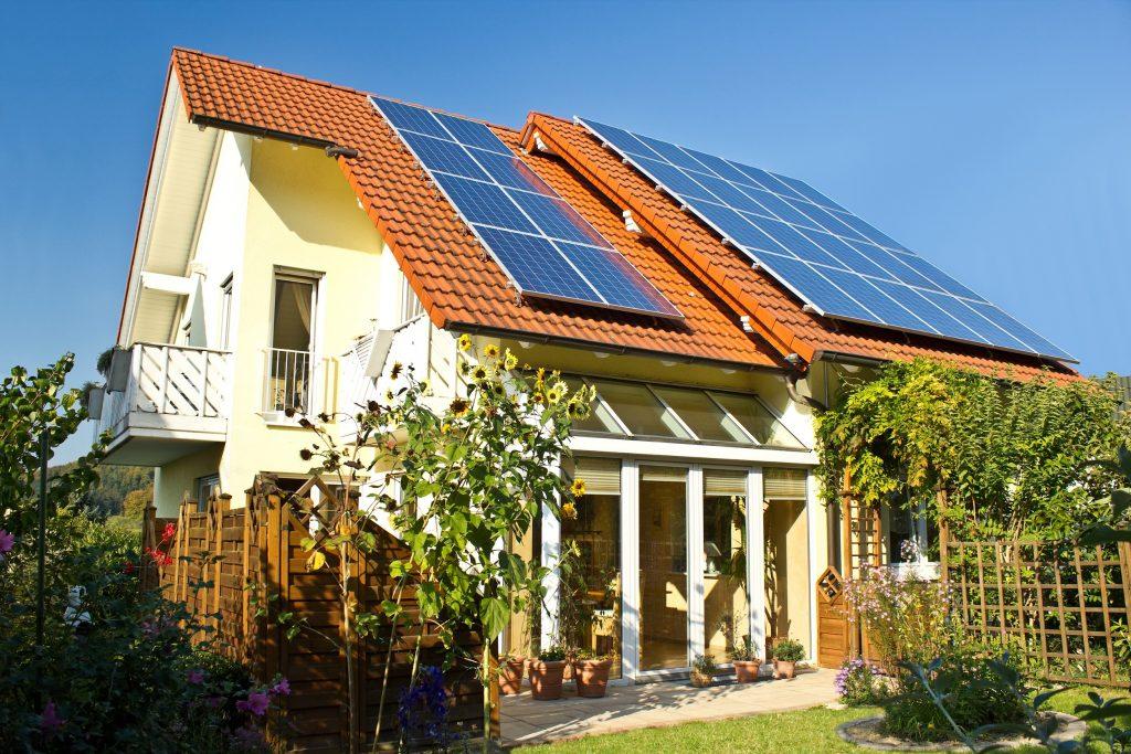 blogpost energetische sanierung und immoblienbewertung ansicht einer solaranlage