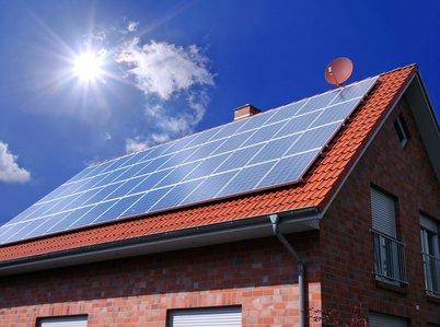 Solarthermie auf Dach von Einfamilienhaus