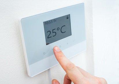 Thermostat für die Heizung an der Wand