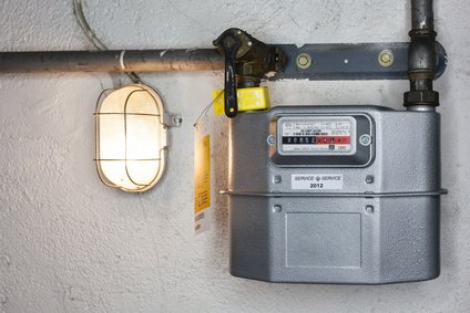 Balgengaszähler an der Kellerwand montiert