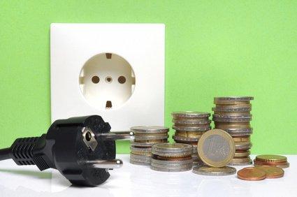 Elektroheizung Test - Steckdose und Geld in der Ansicht