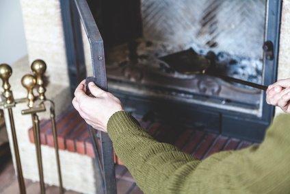 Kaminofen Reinigen Außen : kaminofen reinigen tipps zeitpunkte und hilfsmittel ~ Watch28wear.com Haus und Dekorationen