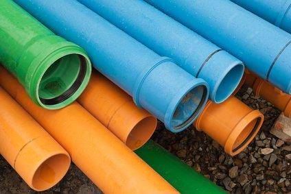 Kunststoffrohr in Orange, Blau und Grün