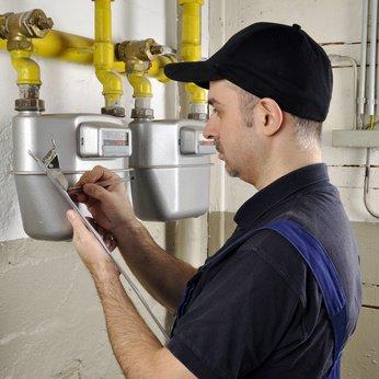 Von L Gas auf H Gas umstellen - Handwerker liest Gaszähler ab
