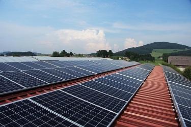 Solarplatten auf einem Dach